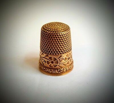 FINE WIDE FLORAL BANDED 10k GOLD THIMBLE, D MONOGRAM WAITE THRESHER CO.