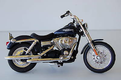 HARLEY DAVIDSON  DYNA STREET BOB 1/18th  MODEL  MOTORCYCLE