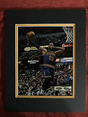 LeBron James, Cleveland Cavaliers STAR!! autographed 8x10 photo. Matted, COA!!