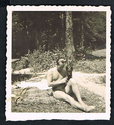FOTO vintage PHOTO, Mann Badehose Hund Wald man dog swimming trunks forest /64