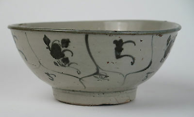 18th/19th century provincial Chinese porcelain bowl. Tek Sing