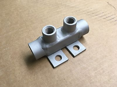 STAINLESS STEEL WATER MANIFOLD - TWO 1/2  NPT CONNECTS WITH two 1/4  NPT PORTS