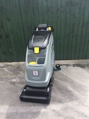 Karcher B40C Battery Scrubber Dryer - Cylindrical Pad