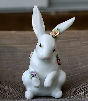 Lovely Lladro Porcelain SITTING BUNNY WITH FLOWERS Rabbit Figurine  #6100