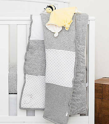 Burt's Bees Baby Organic Reversible Crib Quilt/Toddler Heather Gray Dottie Bee