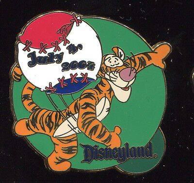 DLR 4th of July 2004 Tigger Throwing Baseball LE Disney Pin 31019
