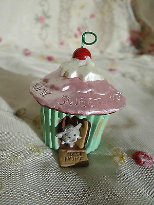 1992 hallmark new home sweet cupcake house with mouse mini Christmas ornament