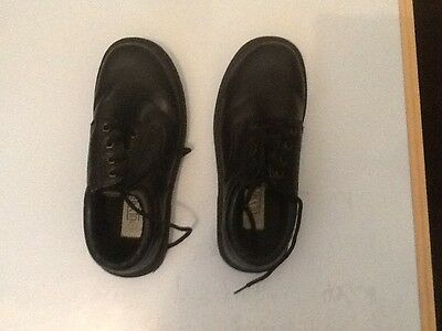 Boys Olympus Shoes Size 7 Preowned