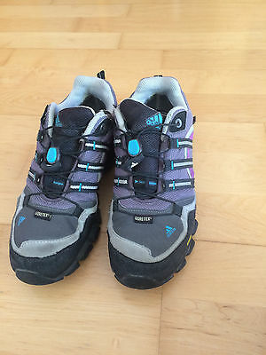 adidas kinder wanderschuhe grau schwarz lila gr 35. Black Bedroom Furniture Sets. Home Design Ideas