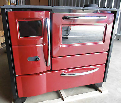 Slow combustion wood fired heater with stove and pizza oven