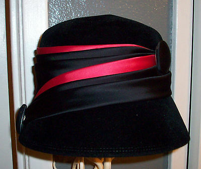 Stylish women's vintage derby style red & black button ribbon hat made in italy