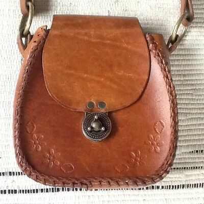 Hand Tooled Tan Leather Bag Plaited Strap Metal Clasp Brass Rings Floral Pattern