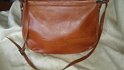 Simple leather shoulder bag