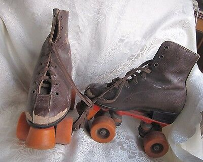 "VINTAGE ""COUGAR""  ROLLER SKATES - LEATHER - Heavy!"