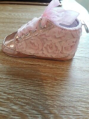 Beautiful baby bootees in baby pale pink - new - lace and metallic