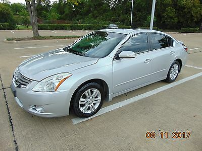 2011 Nissan Altima  Nissan Altima, 2011, only 65K miles, Leather, Cold A/C, sunroof, Heated Seats,