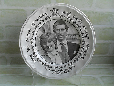 Collectable Princess Diana & Prince Charles Royal Wedding Plate - Black & White