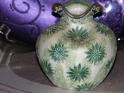 Heavy Detailed Moriage Pinched Vase Green/gray