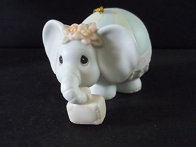 "Precious Moments figurine ""PACK YOUR TRUNK FOR THE HOLIDAYS"" 272949 ORNAMENT"
