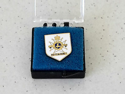 badge  notts& derey  SHERWOOD FORESTERS  brand new