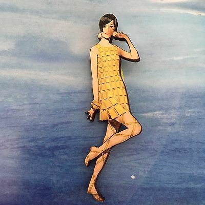 BROOCH Flapper dancing girl Retro style wooden pin Fashion wood jewellery pin