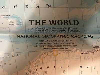 Vintage Insert from National Geographic Magazine The World December 1981