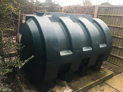 Harlequin 2500 litre oil tank with oil