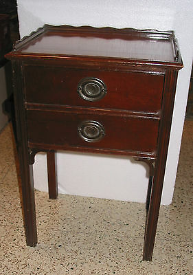 Antique Mahogany 2 Drawer Night Stand End Table