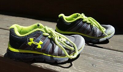 Toddler boy UNDER ARMOUR green black gray lace up sneakers shoes size 11