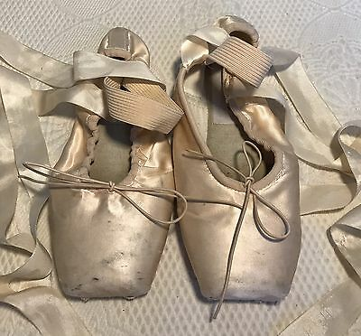 GRISHKO Pointe Ballet Shoes Pink Satin Made in Russia, size 5 XXX USED