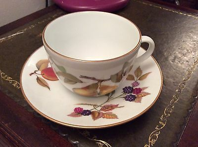 Royal worcester. Evesham. Breakfast cup and saucer.