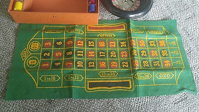 1941 Vintage E.S. Lowe Roulette Wheel Game with Chips - Rare antique gambling