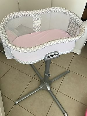 halo bassinest premiere series swivel sleeper in silver damask, BARELY USED