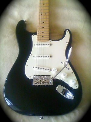 2009 USA Fender Highway one Stratocaster Electric Guitar