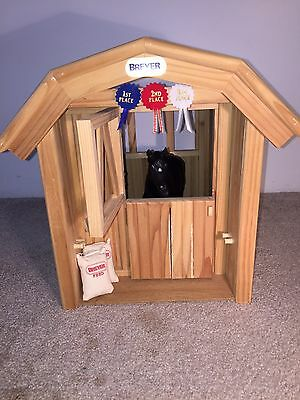 Breyer, Wooden Single Stall Barn w/2 Breyer Feed Bags
