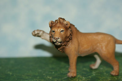 "Schleich Lion Male ""King of the Jungle""  has paw extended Wild Life Series 2007"