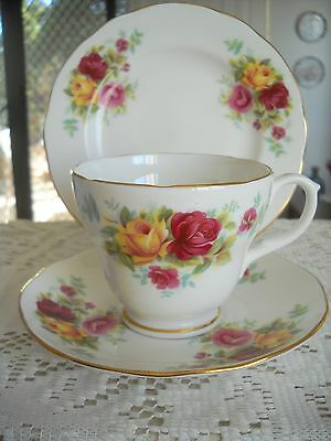 Pretty Duchess Fine Bone China England Trio 378