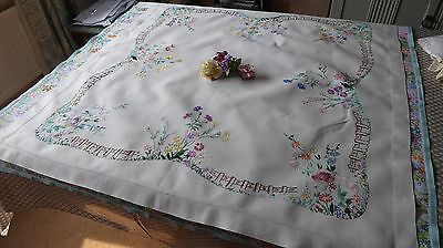 Vintage Hand Embroidered Linen Tablecloth - Exquisite Embroidery-Beautiful Work
