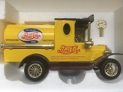 Golden Wheel 1:43 Diecast 1925 Ford Model T Tanker Truck Yellow Coin Bank Car