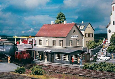 PIKO #61820 - STATION BUILDING 'BURGSTEIN' - HO scale plastic model kitset