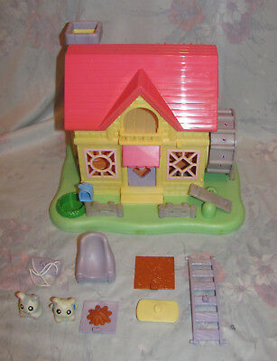 2002 Hasbro Hamtaro Ham-Ham house with box Complete house, wrong figure