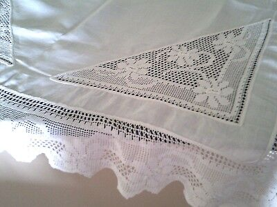 Vintage White Linen Hand Crochet Table Cloth Lovely Condition  112X116 Cm $100