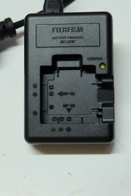 Fujifilm charger BC-45W for NP-45 and NP-50 batteries.