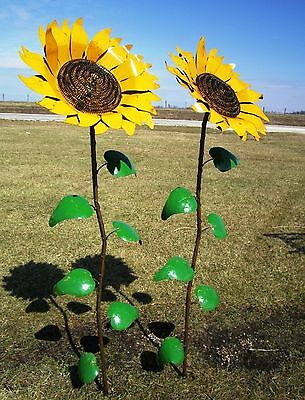 Recycled Metal Sunflower Garden Stake Yard Decor Flowering Lawn Ornament
