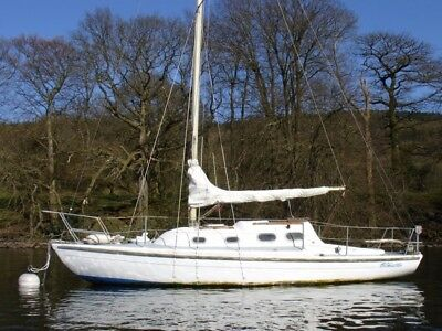 28' sail boat  on Windermere with yamaha powered dinghy short break fantastic fa