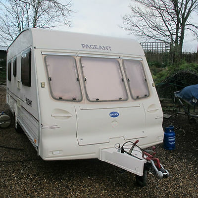 FOR HIRE 4 berth Fixed bed  CARAVAN Bailey Pagent