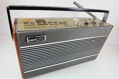 Old Vintage ROBERTS RCS80 AM/FM Synthesized Preset Portable Radio