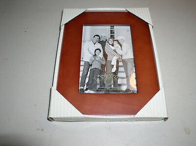 NEW Fetco 4 x 6 Bedford Walnut picture frame. New In Box #221646
