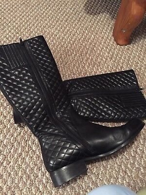 Women's size 10 medium Black leather knee high quilted zippered boots