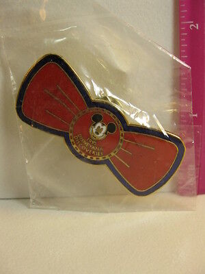 Disney 1995 Disneyana Discoveries Tour Bow Tie pin sealed in bag RARE
